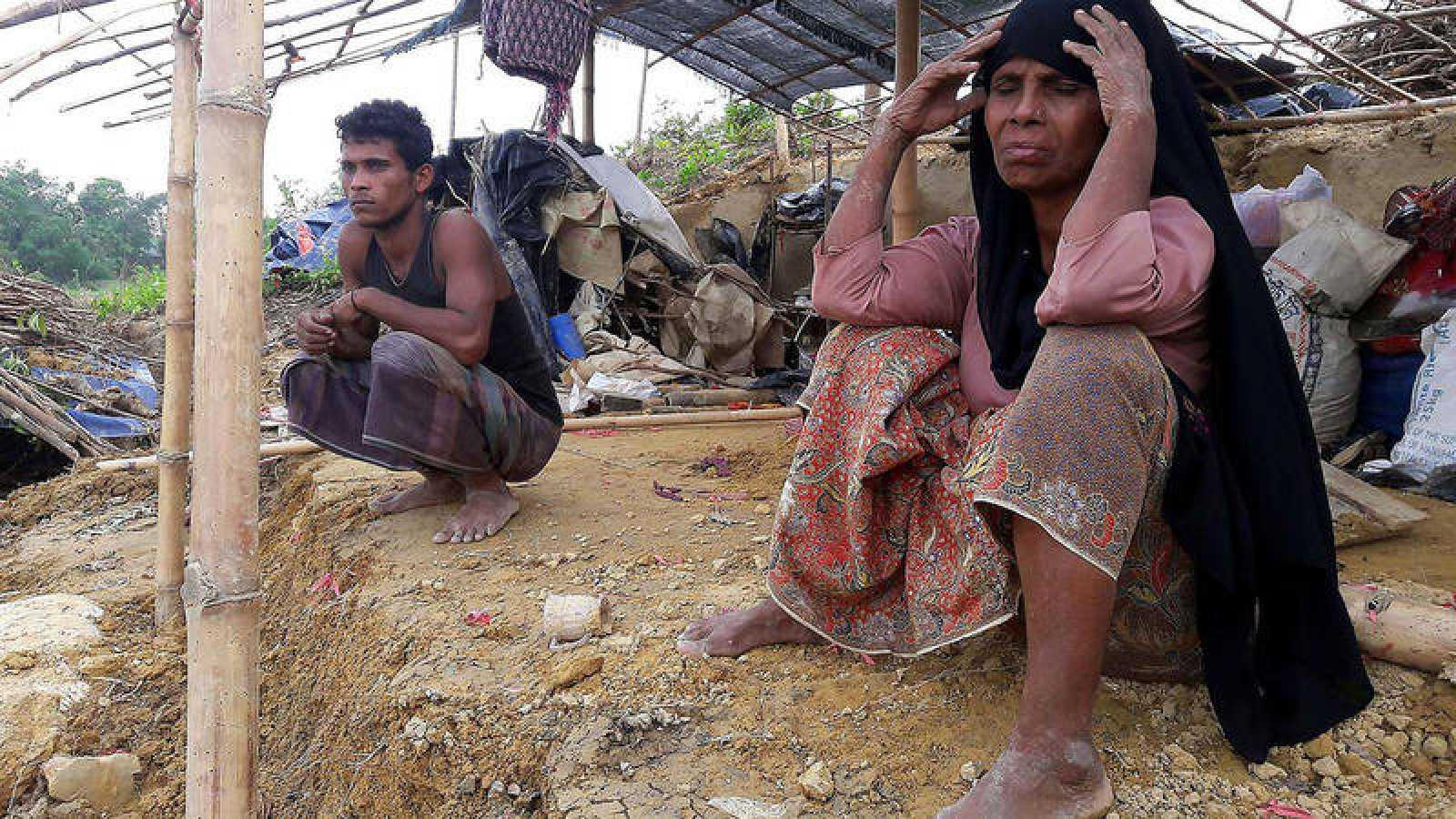 Refugiados rohinyá en un campo destruido por un ciclón en Birmania