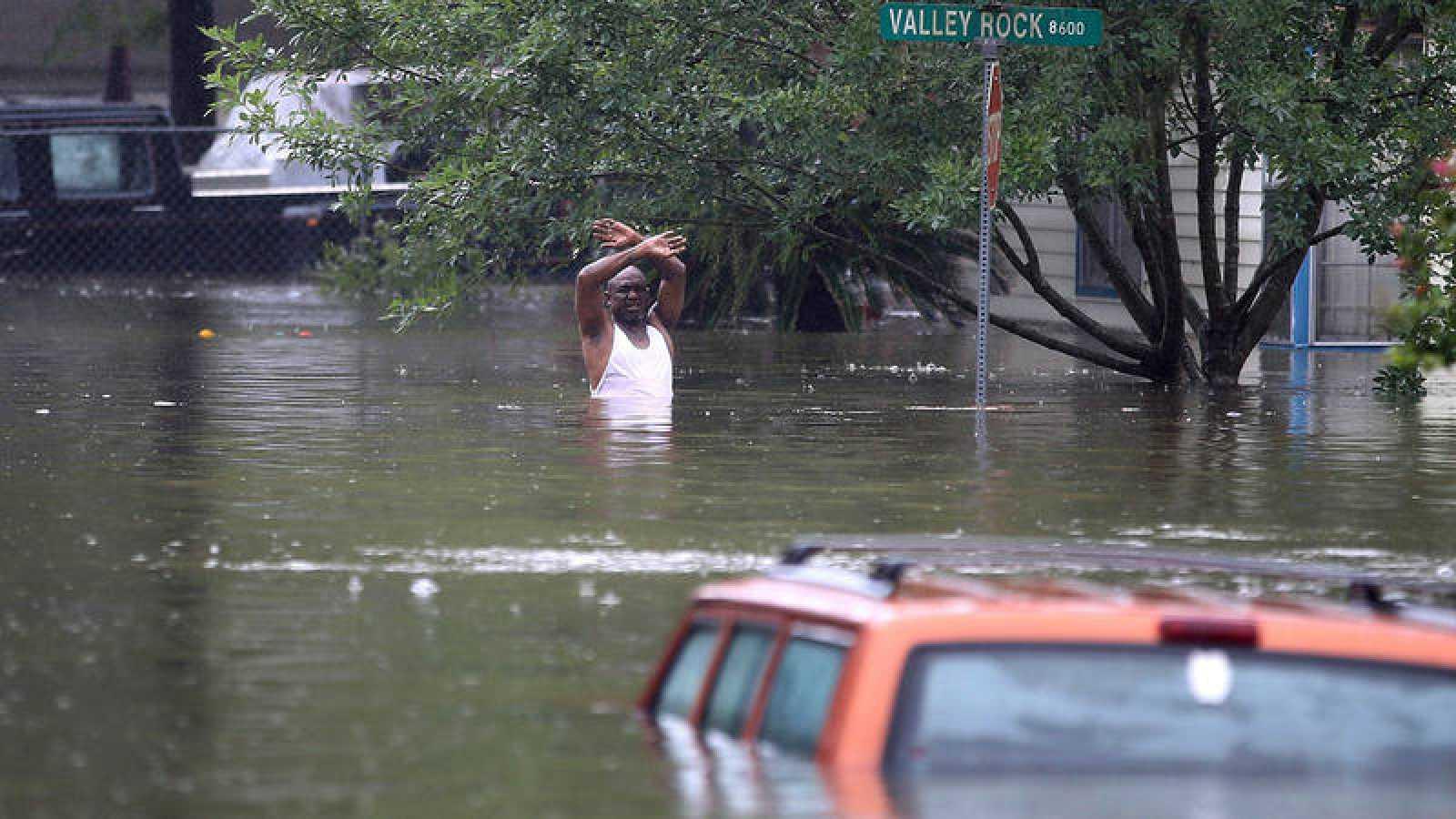 Los niveles de agua acumulados alcanza hasta los 1,2 metros en ciertas zonas de la ciudad de Houston.