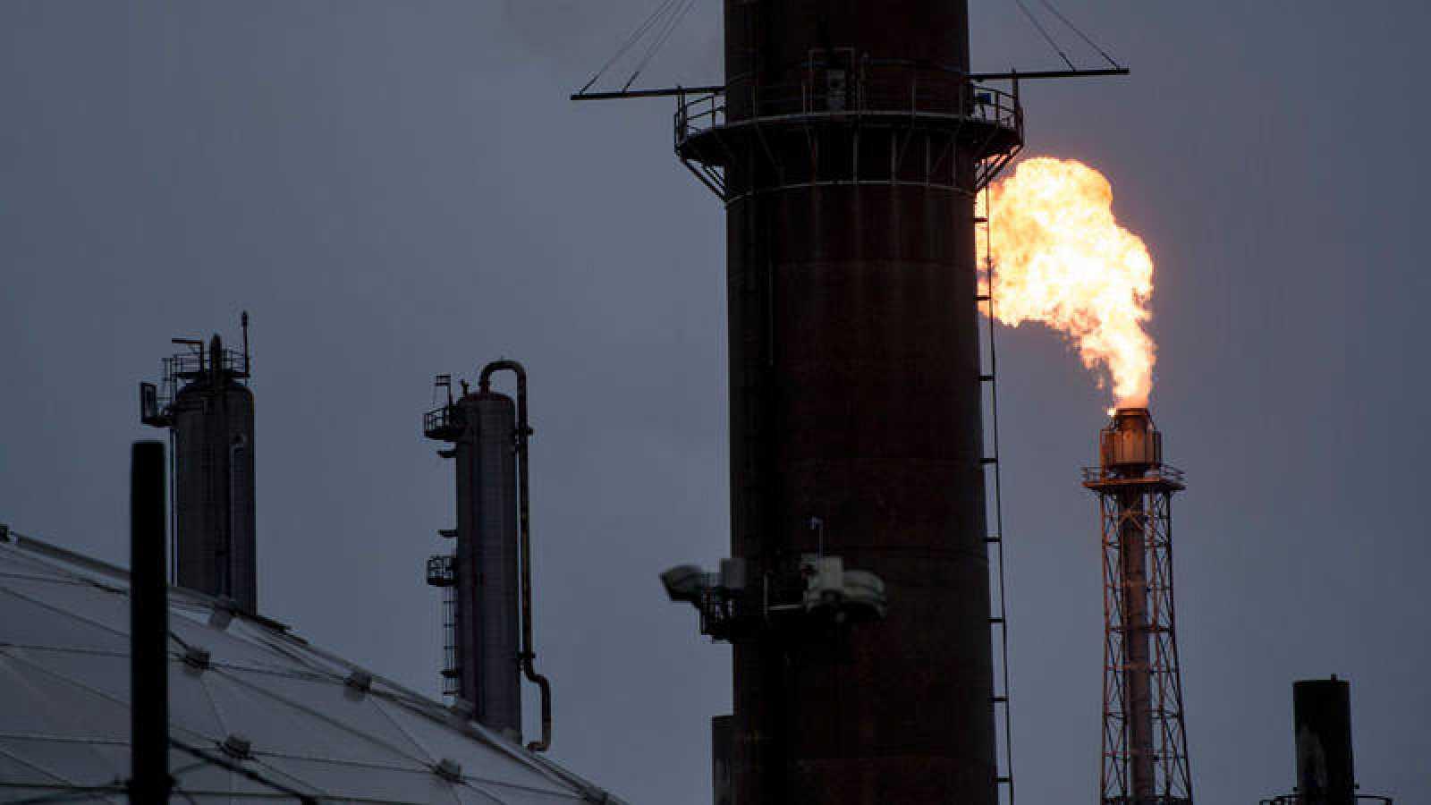 Imagen de una refinería en Deer Park, en Texas, ante las secuelas del huracán Harvey
