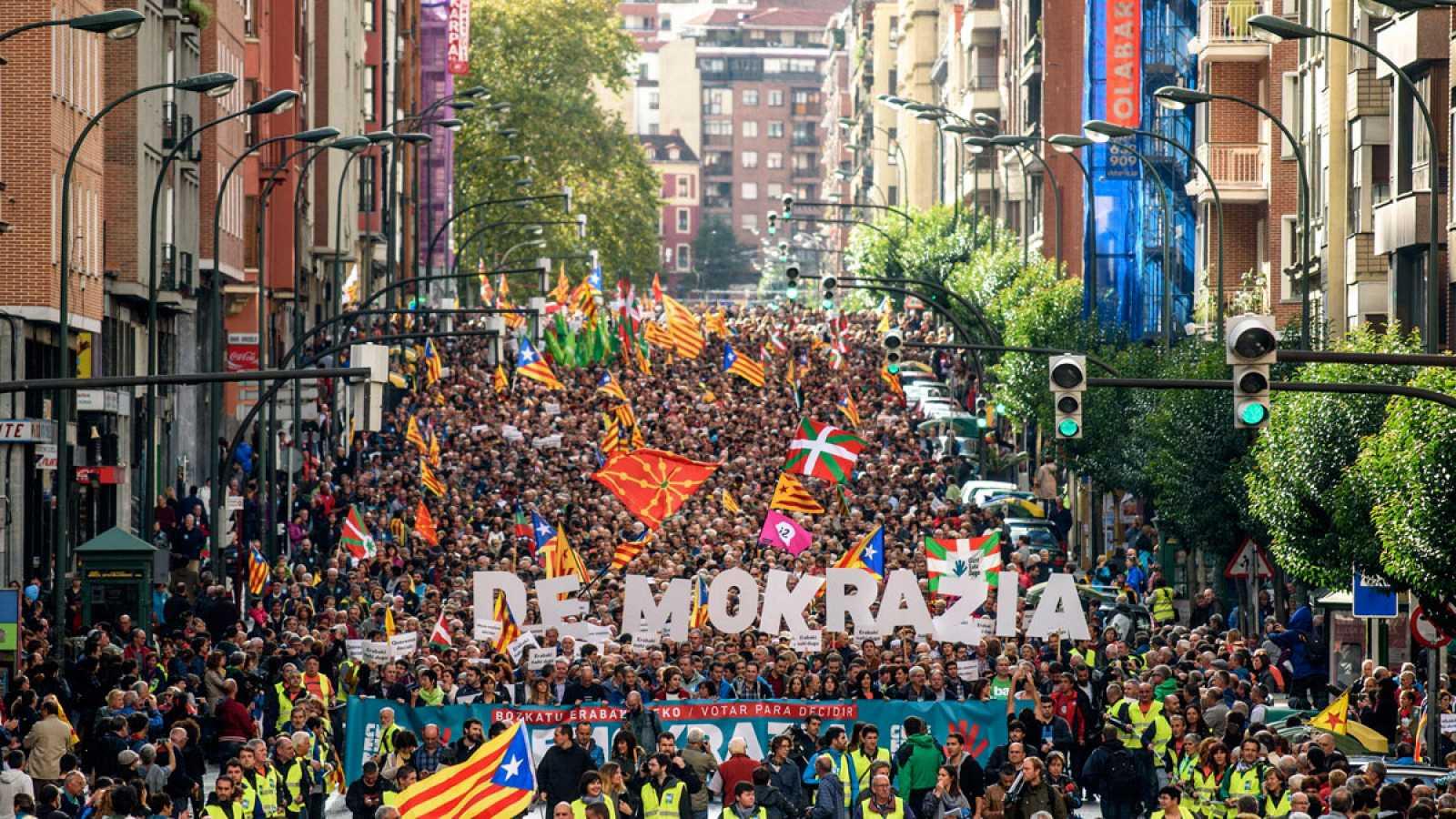 Manifestación en Bilbao en apoyo al referéndum catalán con asistencia de EH Bildu y PNV