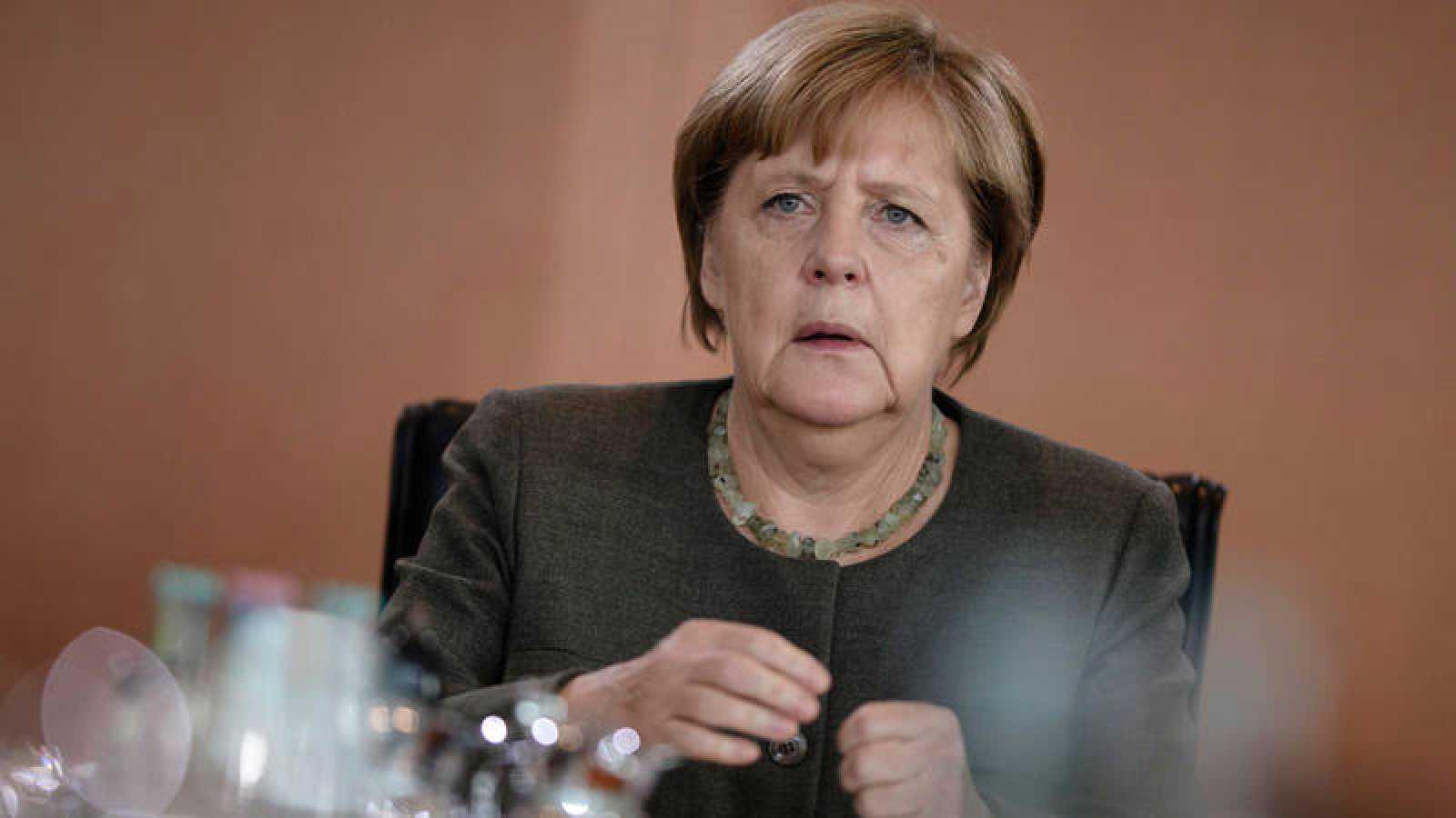 Merkel asiste a la reunión semanal del Consejo de Ministros en Berlín