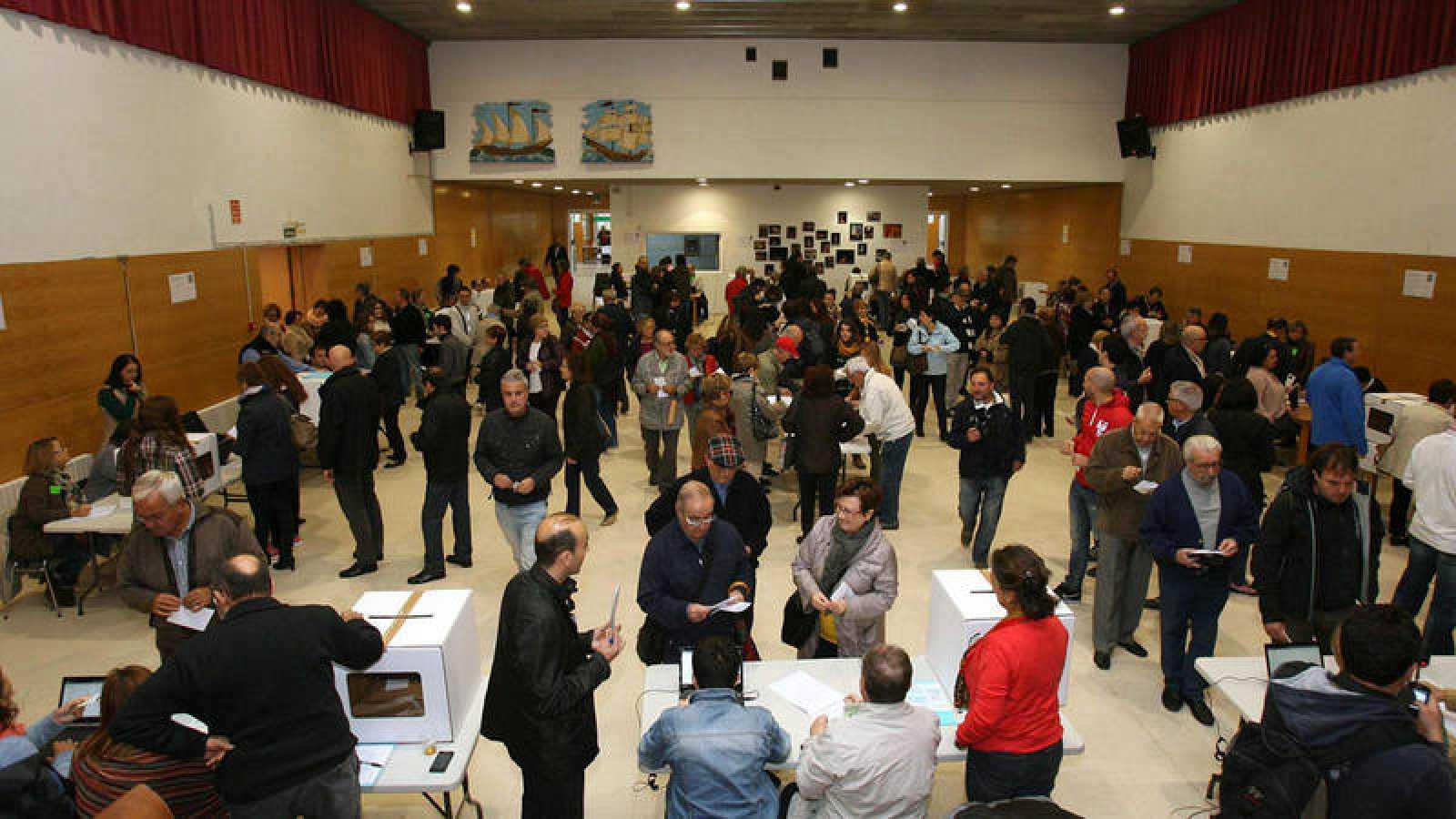 Votaciones en el Instituto Marti i Franques de Tarragona en la consulta del 9N