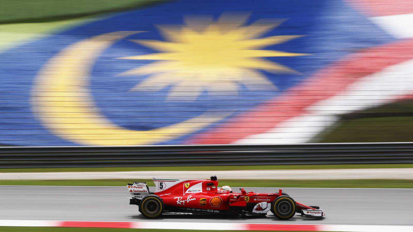 Ferrari domina en Sepang con Alonso quinto