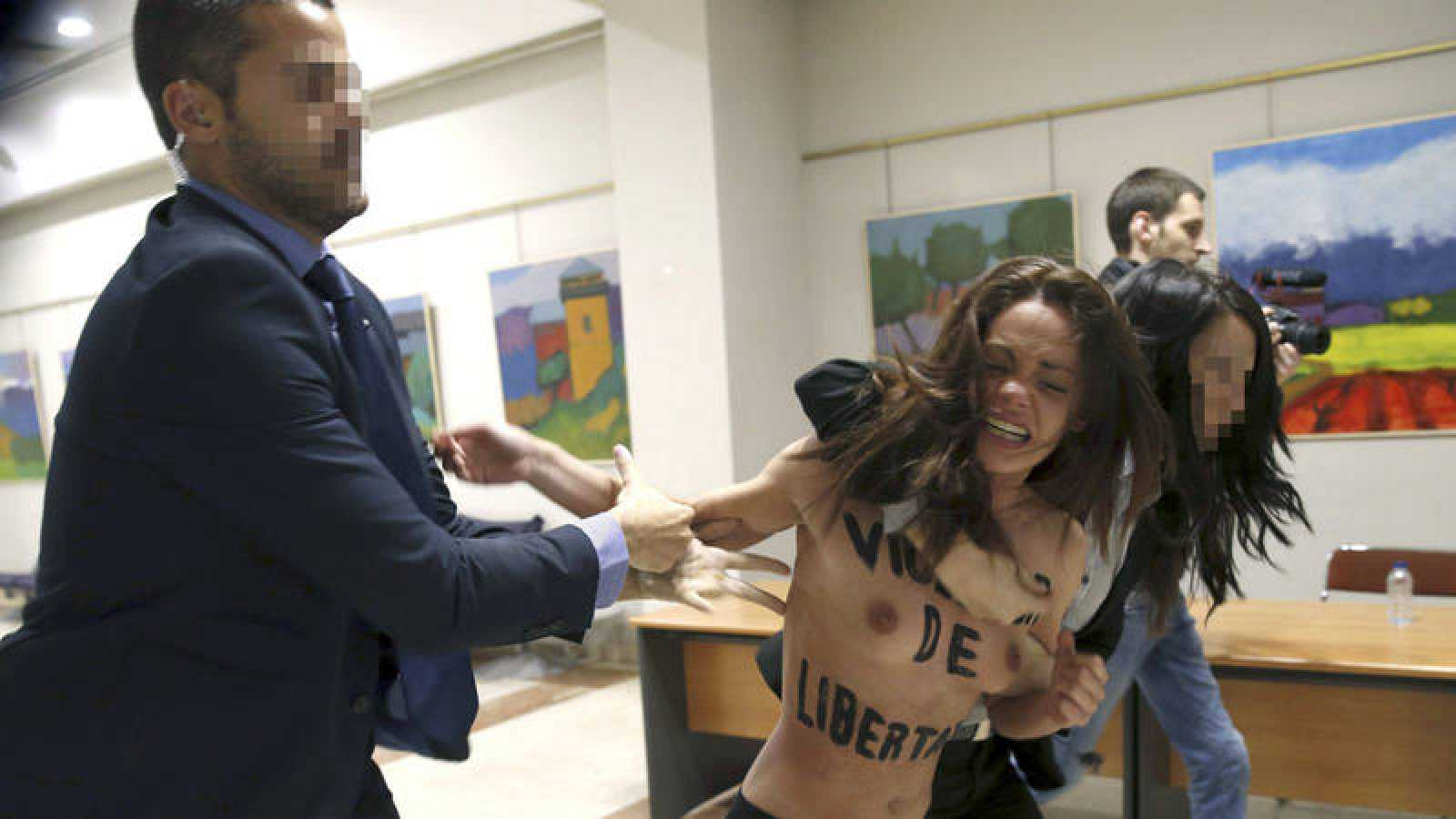 Imagen de archivo del acto en el que la activista de Femen fue detenida por la policía