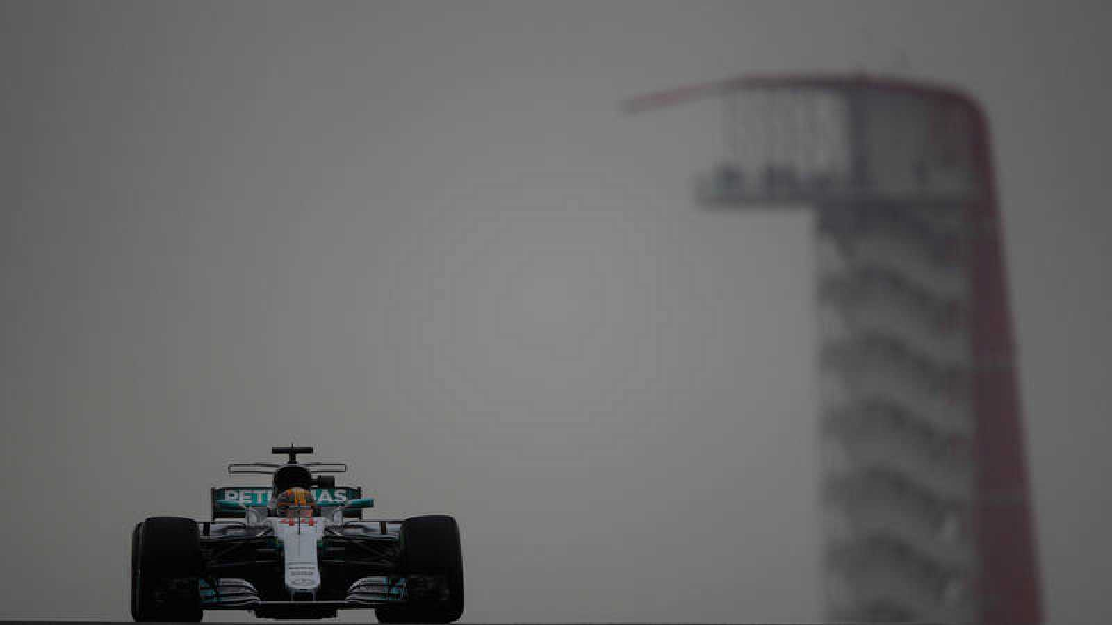 Hamilton domina los libres con Vettel tercero