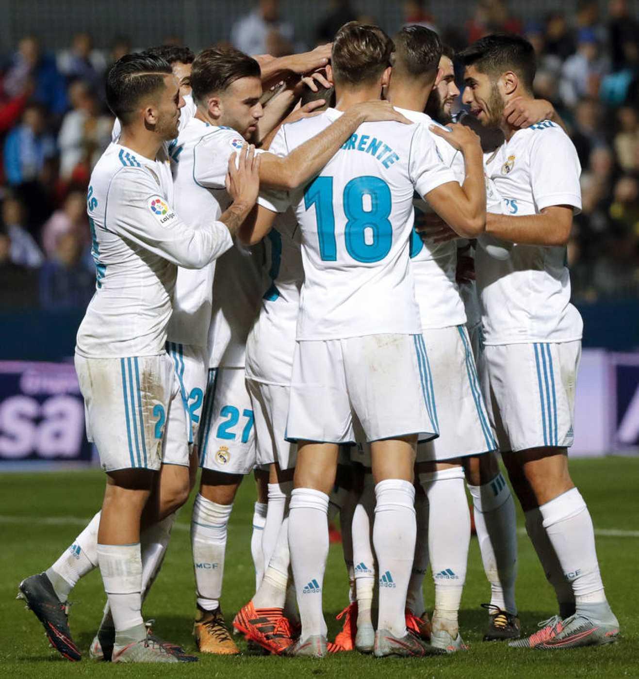 Los jugadores del Real Madrid celebran el segundo gol del equipo blanco en Fuenlabrada.