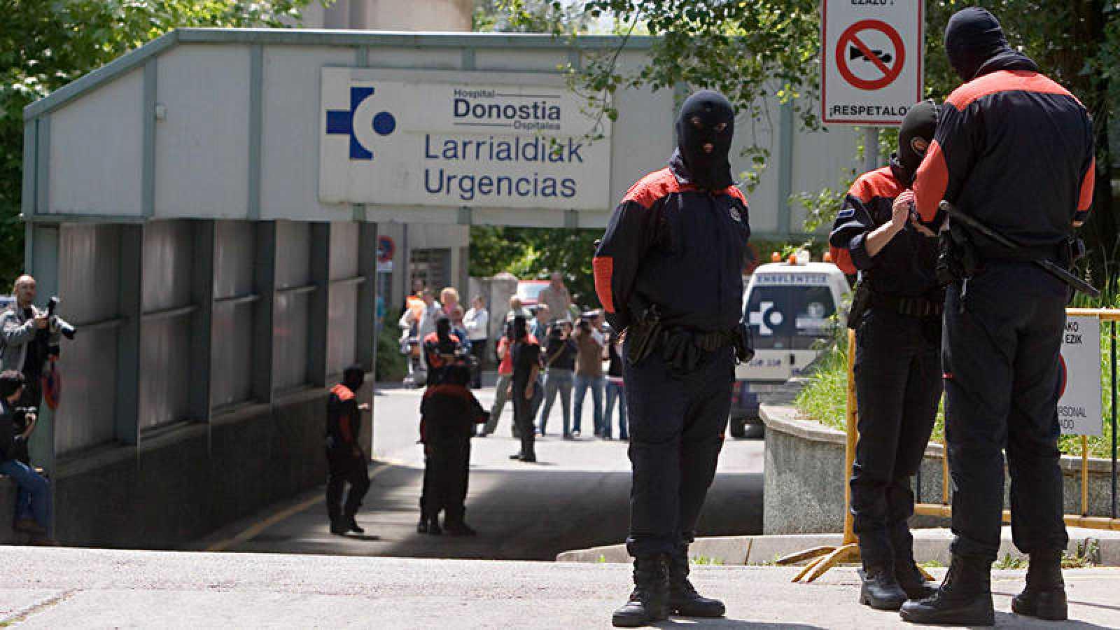 La entrada de urgencias del Hospital Donostia de San sebastián, donde ha sido ingresada la mujer maniatada que ha hallado la Ertzaintza
