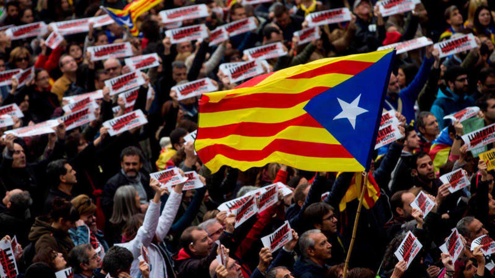 Manifestación independentista en la Plaza Sant Jaume de Barcelona el pasado 8 de noviembre