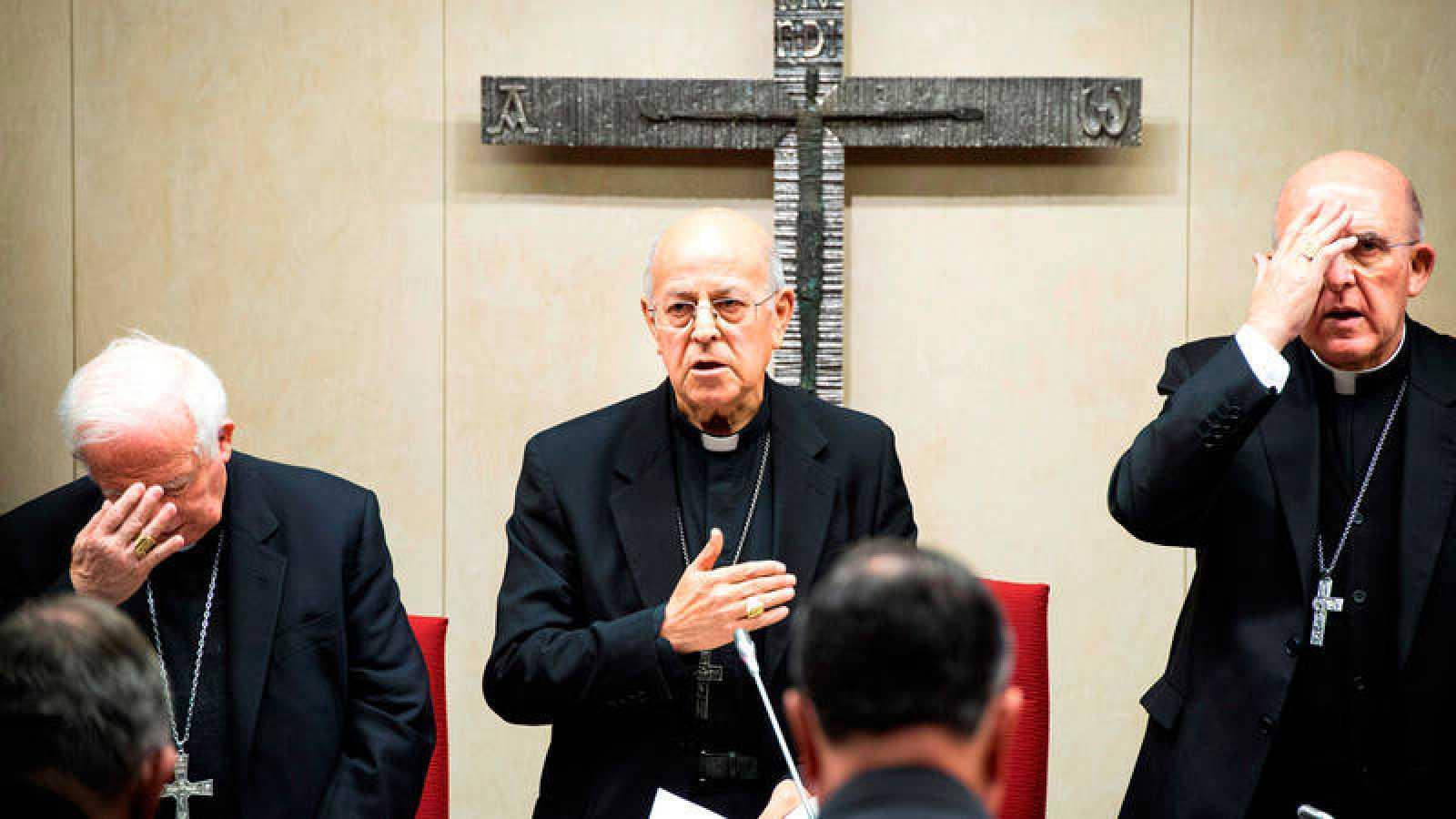 El cardenal, arzobispo de Valladolid y presidente de la Conferencia Episcopal Española Ricardo Blázquez el cardenal arzobispo de Valencia y vicepresidente de la CEE, Antonio Cañizares, y el cardenal arzobispo de Madrid, Carlos Osoro
