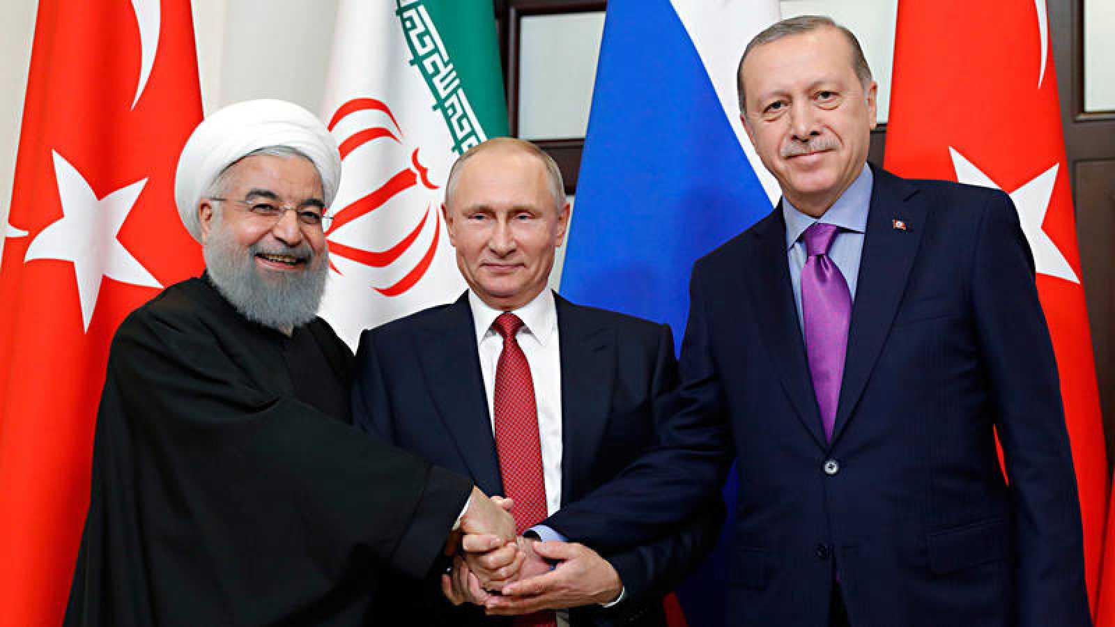 Los presidentes de Irán, Hasan Rohani, Rusia, Vladímir Putin, y Turquía, Recep Tayyip Erdogan, en la cumbre de Sochi