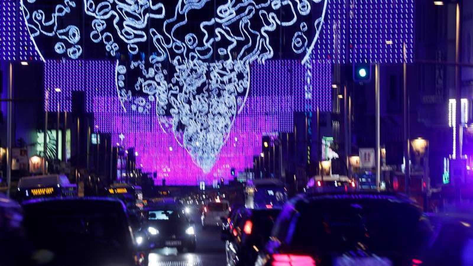 Iluminación navideña instalada en la Gran Vía de Madrid