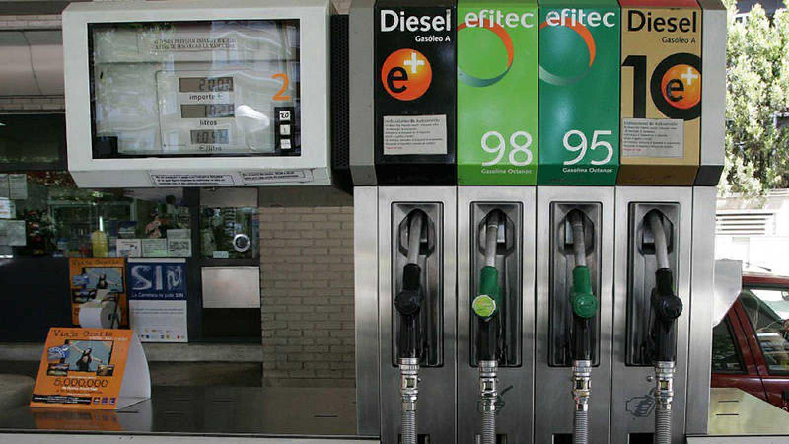 Surtidor de gasolina y diésel en una gasolinera española
