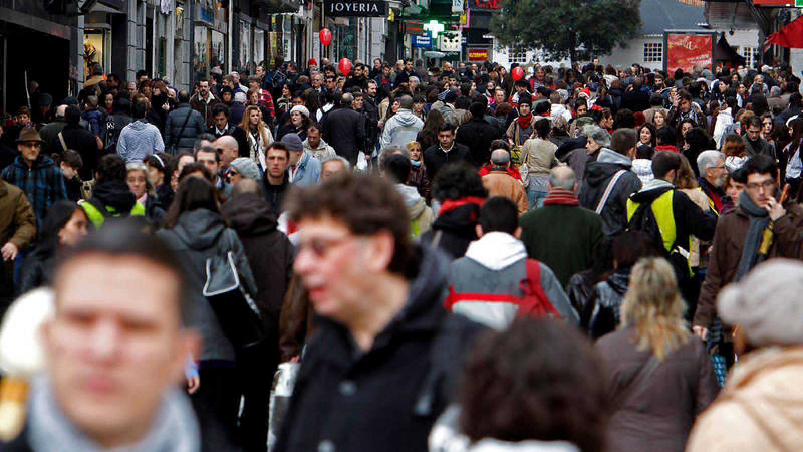 Gente en la calle Preciados de Madrid