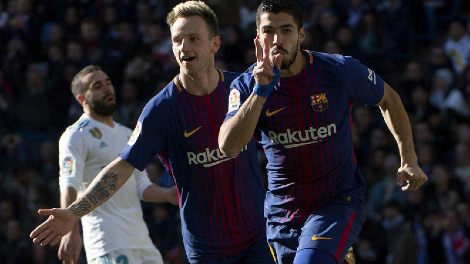 847f5885cb373 Luis Suárez celebra el primer gol del Barça en el Bernabéu.