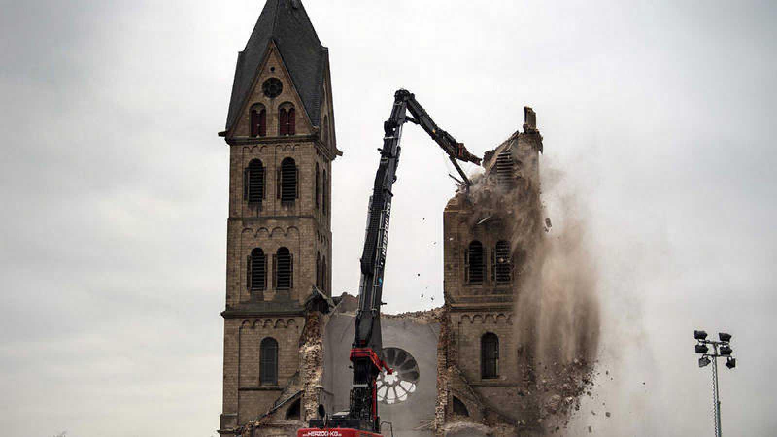 Derribo de la Iglesia de San Lamberto en Immerath, último paso para ampliar una mina de carbón en Alemania