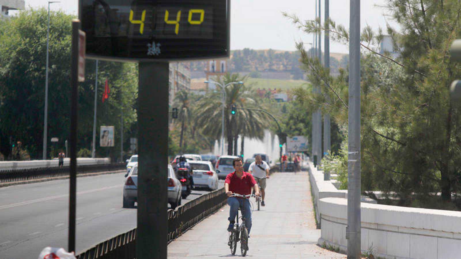 Detalle de un termómetro que marcó 44ºC en Córdoba durante la pasada ola de calor de junio.