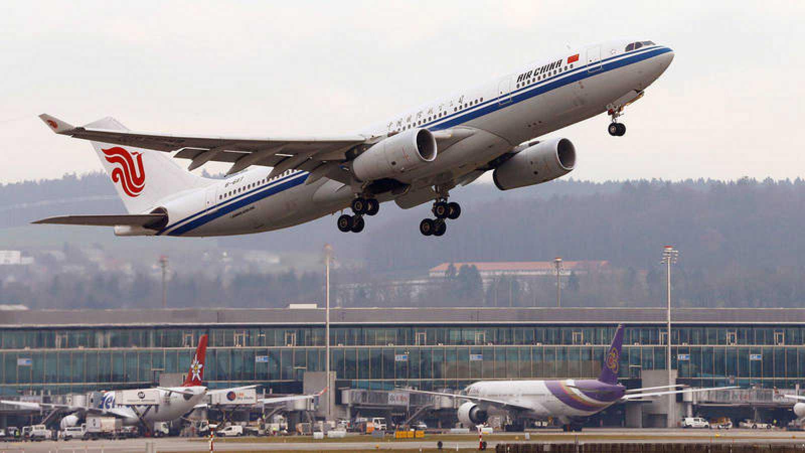 Un Airbus A 330-243 de Air China despega del aeropuerto de Zúrich