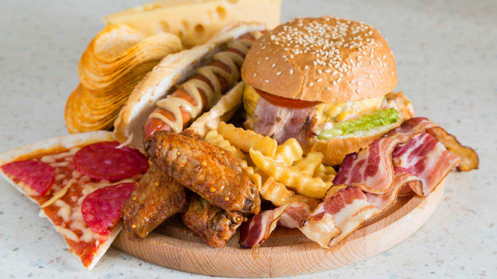 Diversas investigaciones relacionan las dietas altas en grasas con muchos tipos de cáncer y los índices de muerte por esta enfermedad.