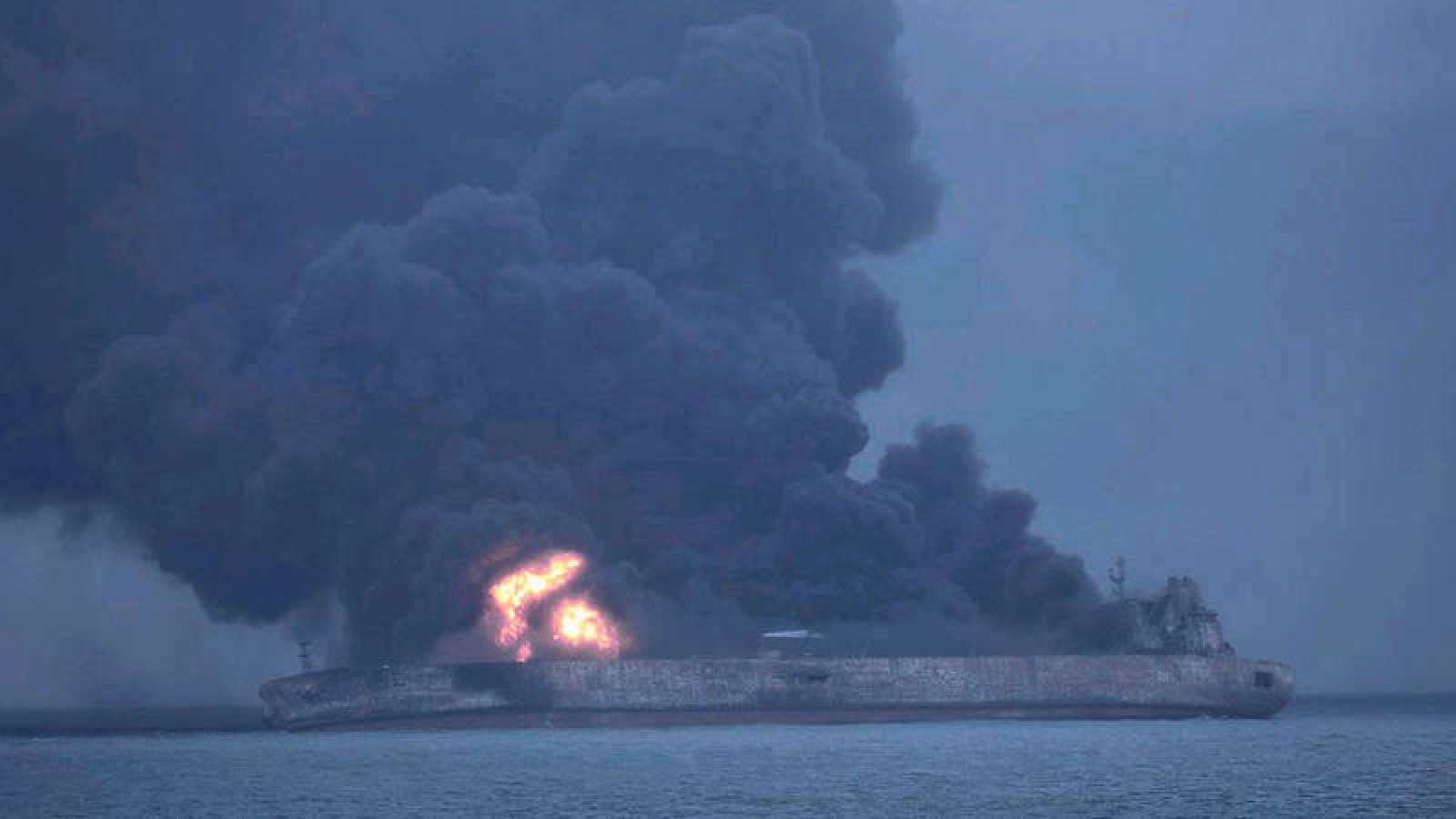 El petrolero Sanchi deja en el mar cuatro manchas de 101 kilómetros cuadrados