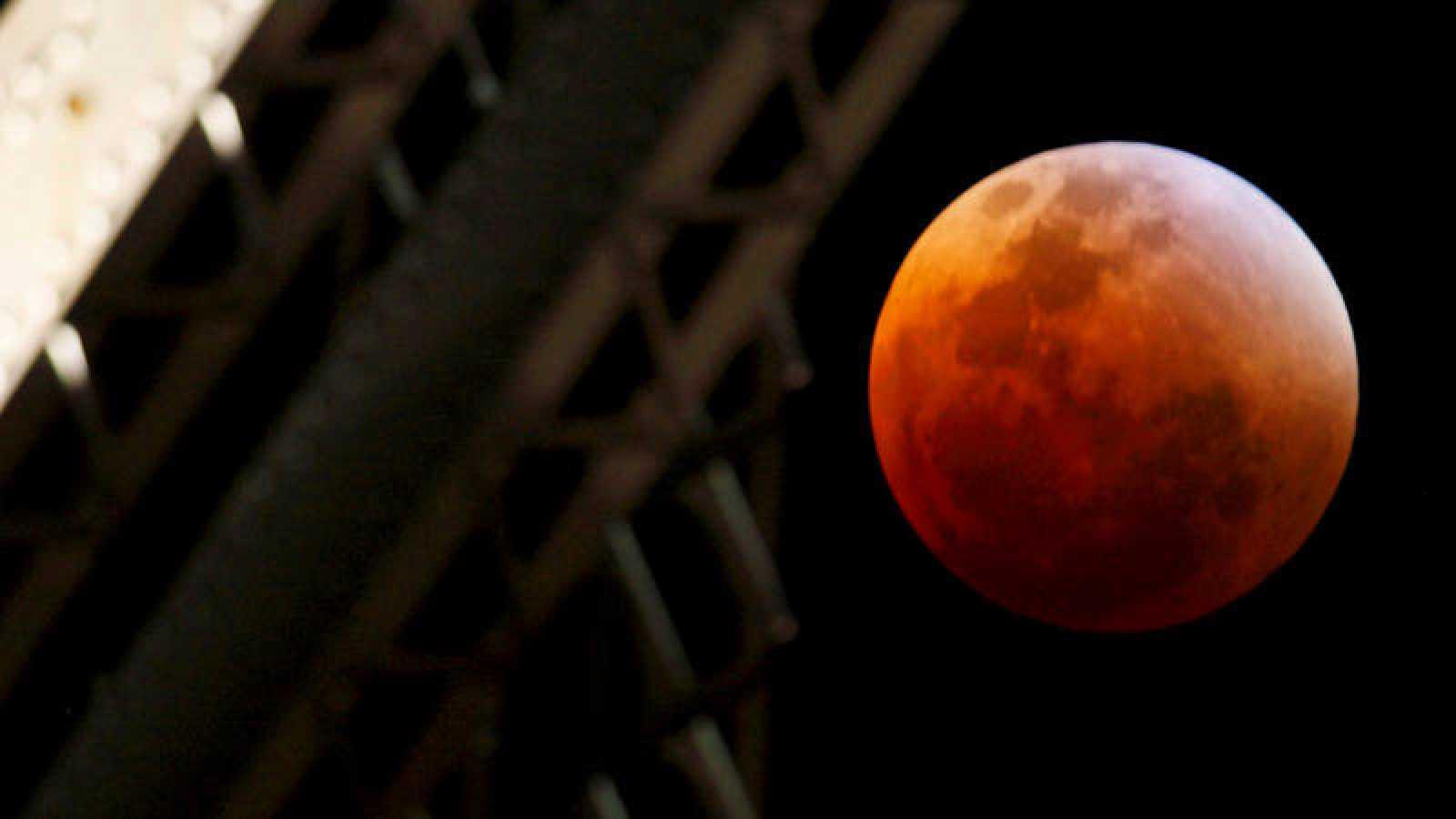 """Se denomina """"Luna azul"""" a la segunda Luna llena ocurrida durante un mismo mes."""