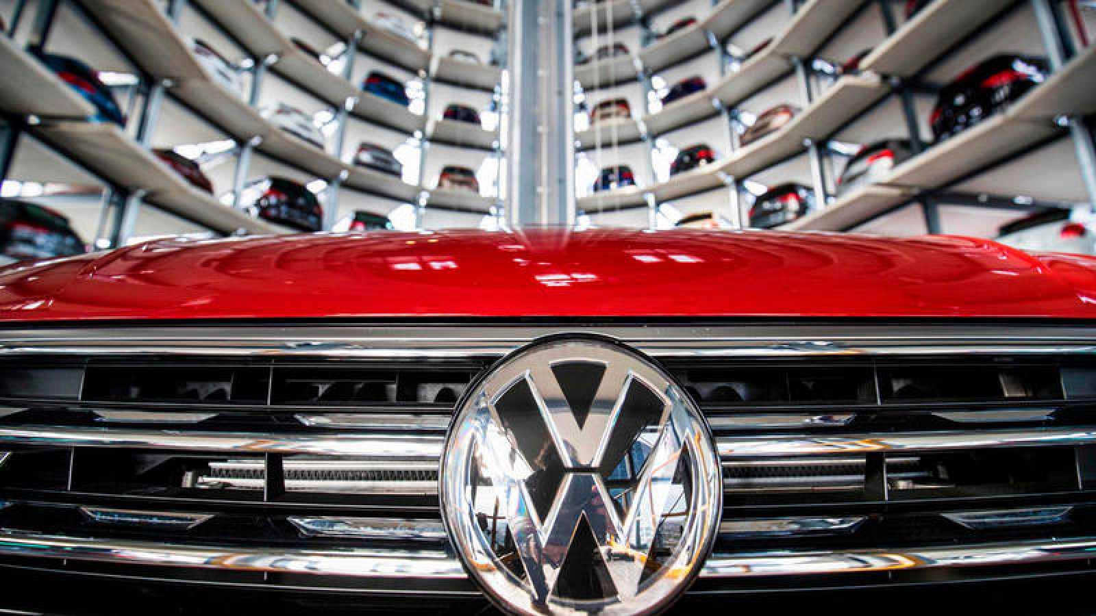 Almacén automático de vehículos de Volkswagen en su planta de Wolfsburg