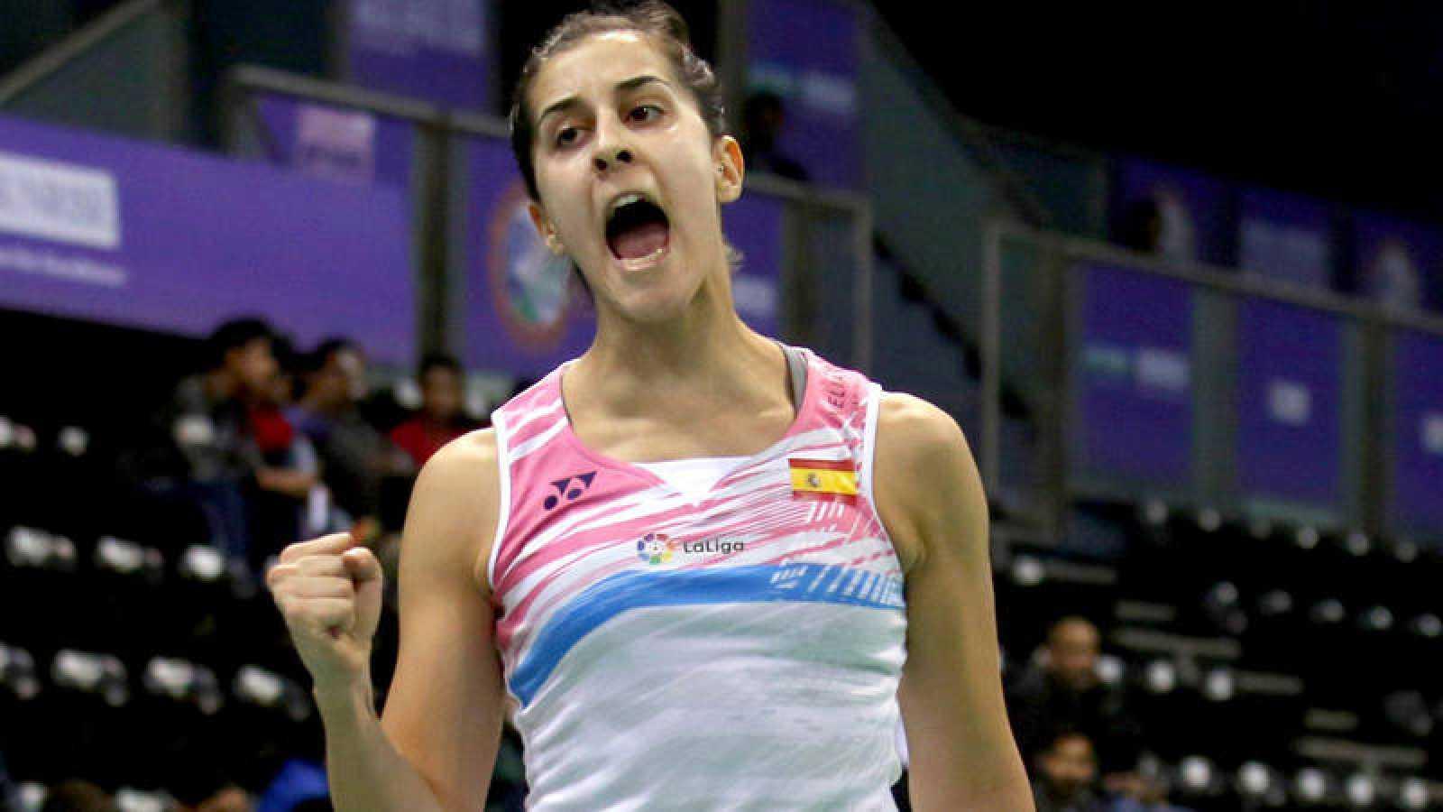 Carolina Marín celebra un punto ante la china Gao Fangjie,