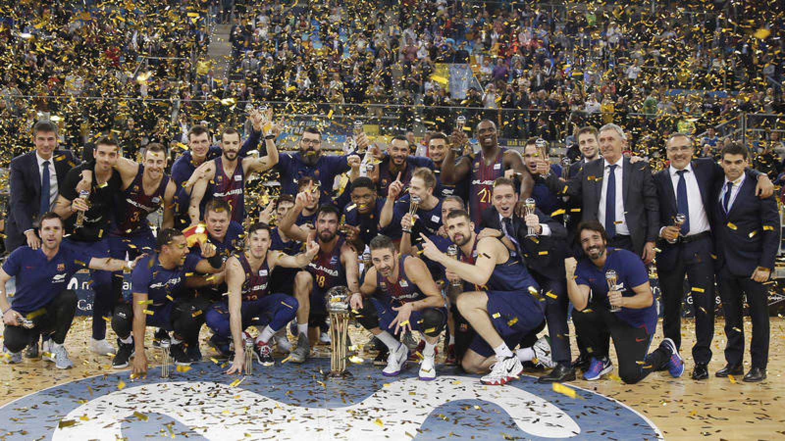 Los jugadores del Barça celebran el título de campeones de Copa 2018