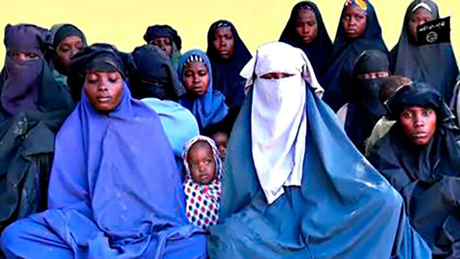 Imagen de varias de las niñas de Chibok, secuestradas en 2014, enviada por Boko Haram en enero de 2018