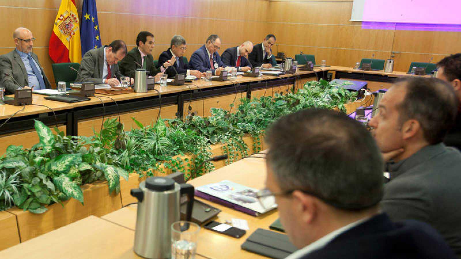 Fuerzas de seguridad los agentes votar n la oferta de for Sueldos ministerio del interior