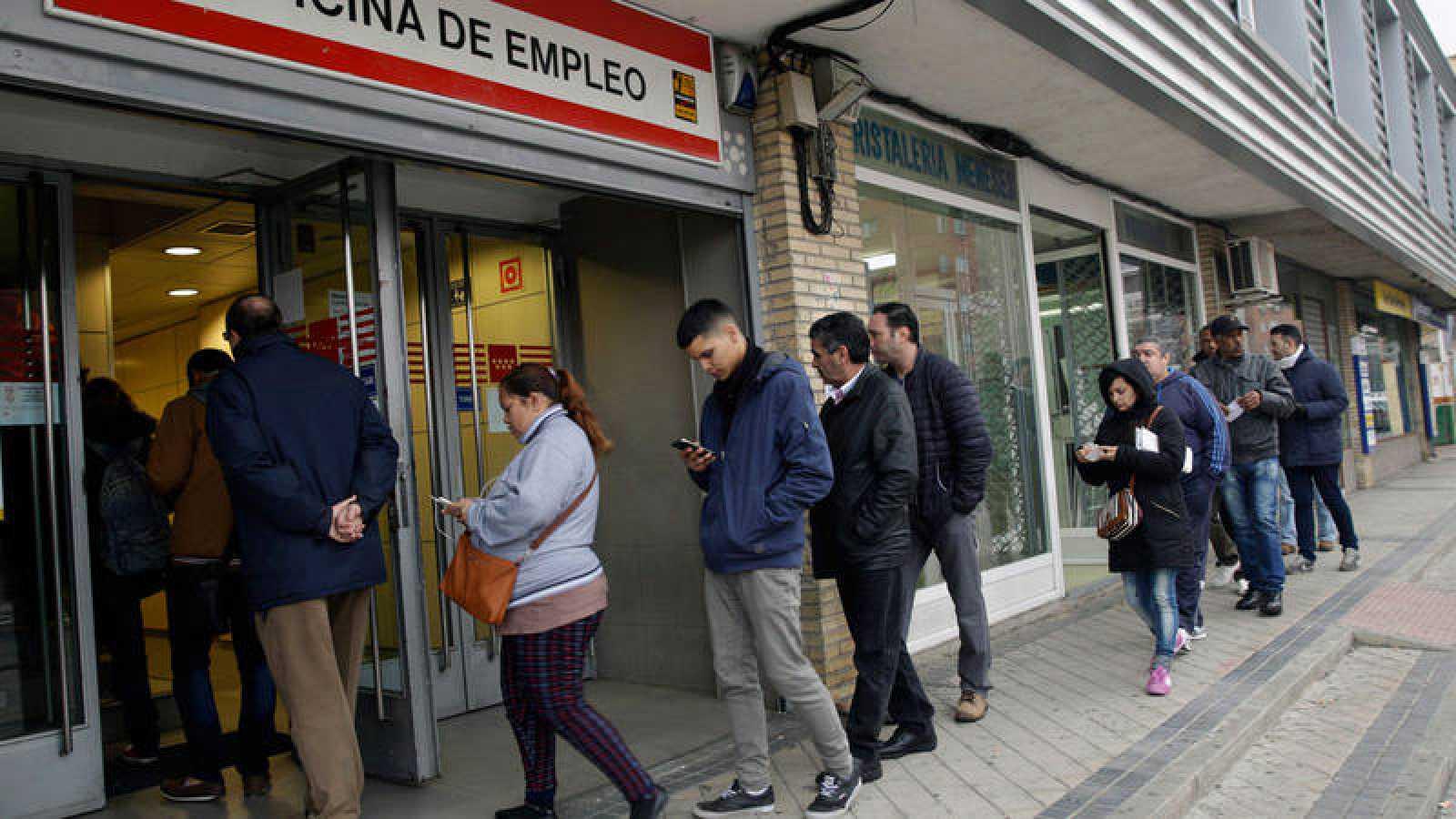 Paro el paro registrado baj en personas en febrero for Oficina registro comunidad de madrid