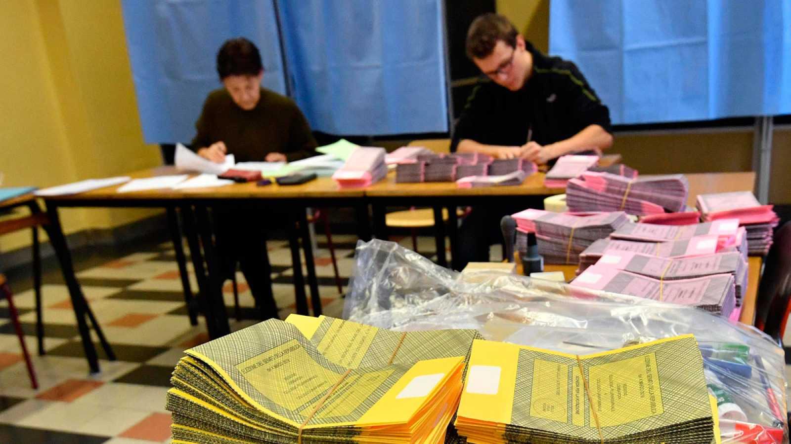 Uno de los centros de votación en Milán