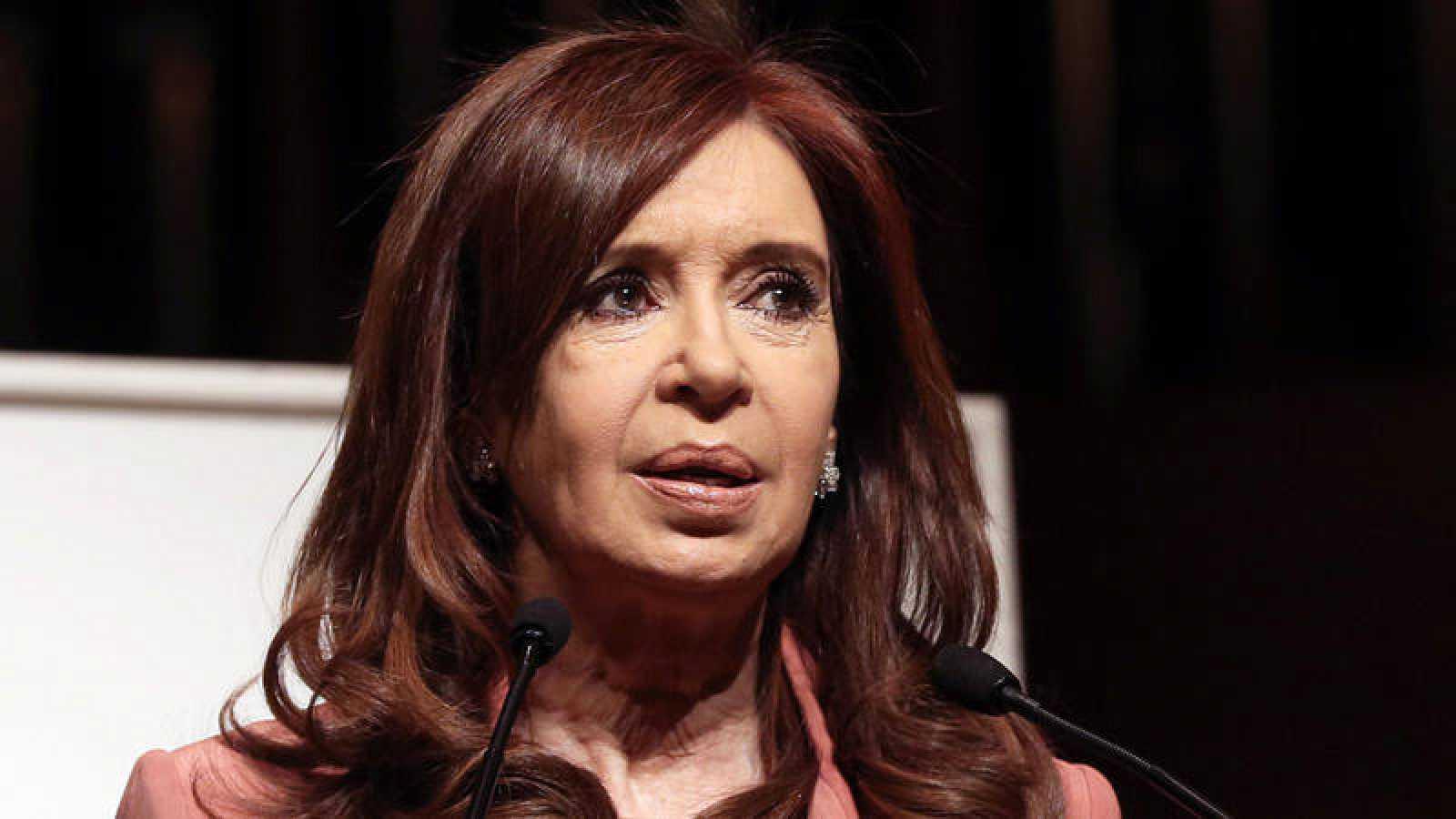 La expresidenta Cristina Fernández ofrece un discurso en el Salón de Conciertos de Atenas (Grecia)
