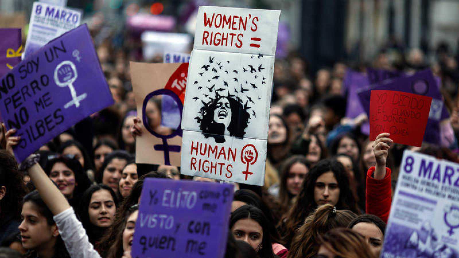 Las organizadoras cifran en un millón los asistentes a la manifestación feminista del 8M