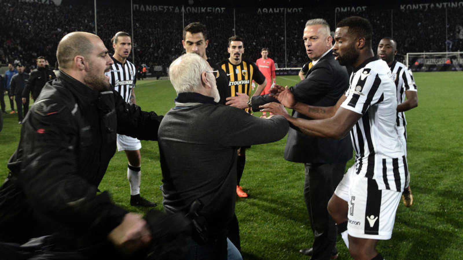 Fútbol   Grecia   Grecia suspende la Liga tras los incidentes en el ...