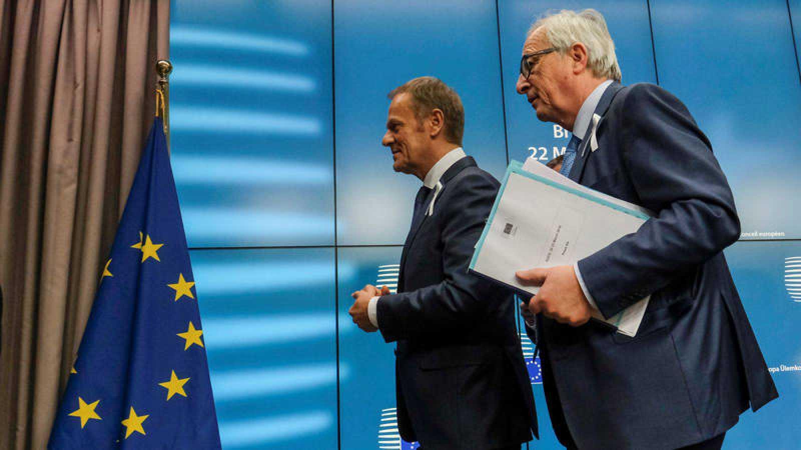 El presidente de la Comisión Europea, Jean Claude Juncker, y el del Consejo Europeo, Donald Tusk, en Bruselas