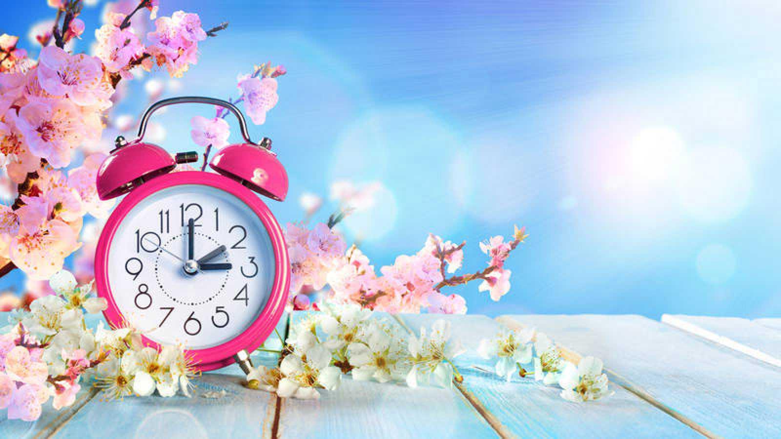 Los relojes se adelantan una hora la madrugada de este domingo