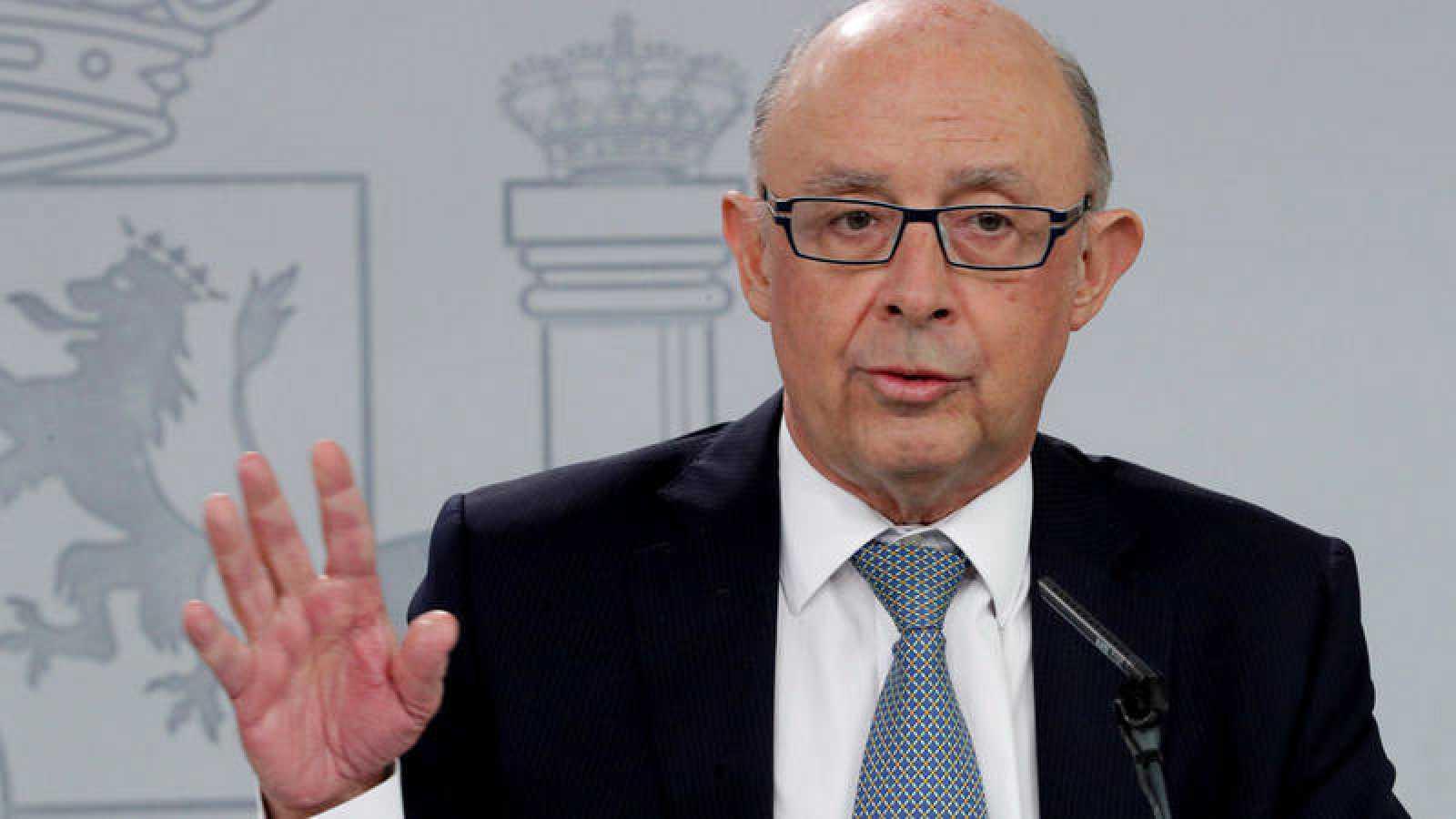 El ministro de Hacienda, Cristóbal Montoro, explica el proyecto de Presupuestos de 2018