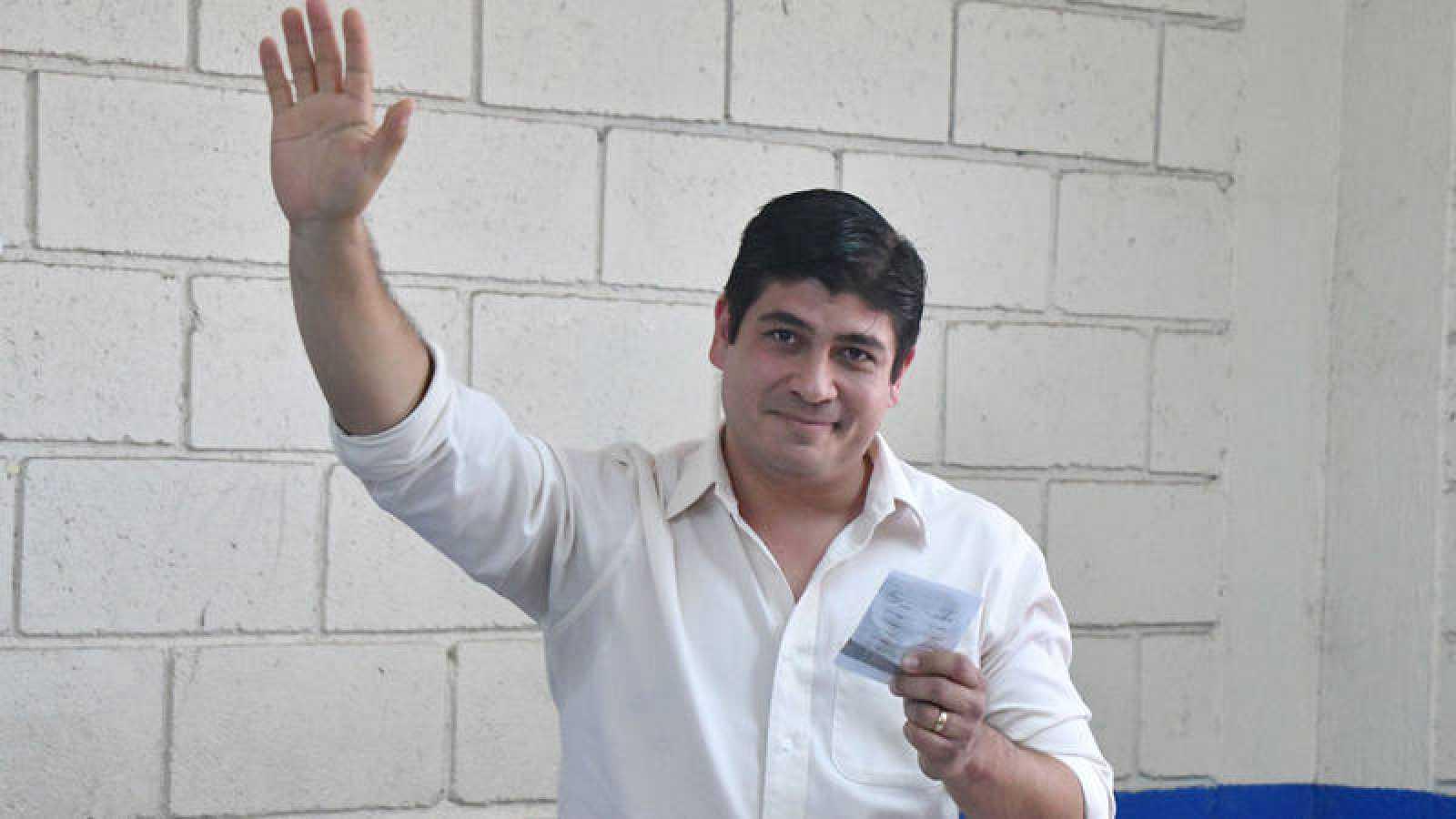 El candidato oficialista Carlos Alvarado gana las elecciones en Costa Rica