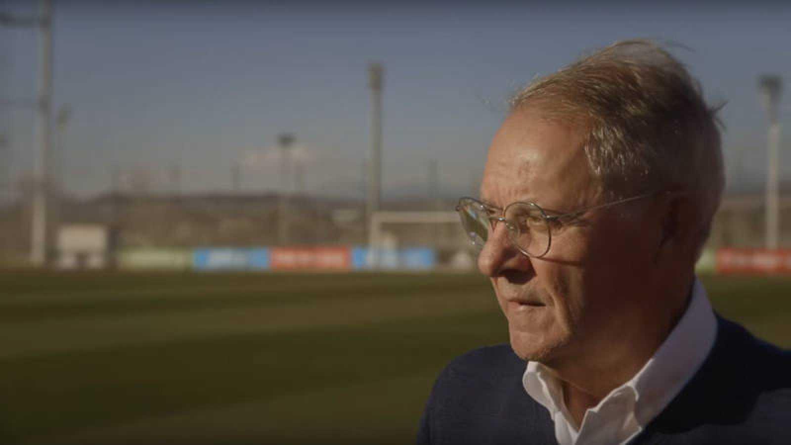 El periodista deportivo José Ángel de la Casa, en un fotograma del documental 'Un señor de la casa'