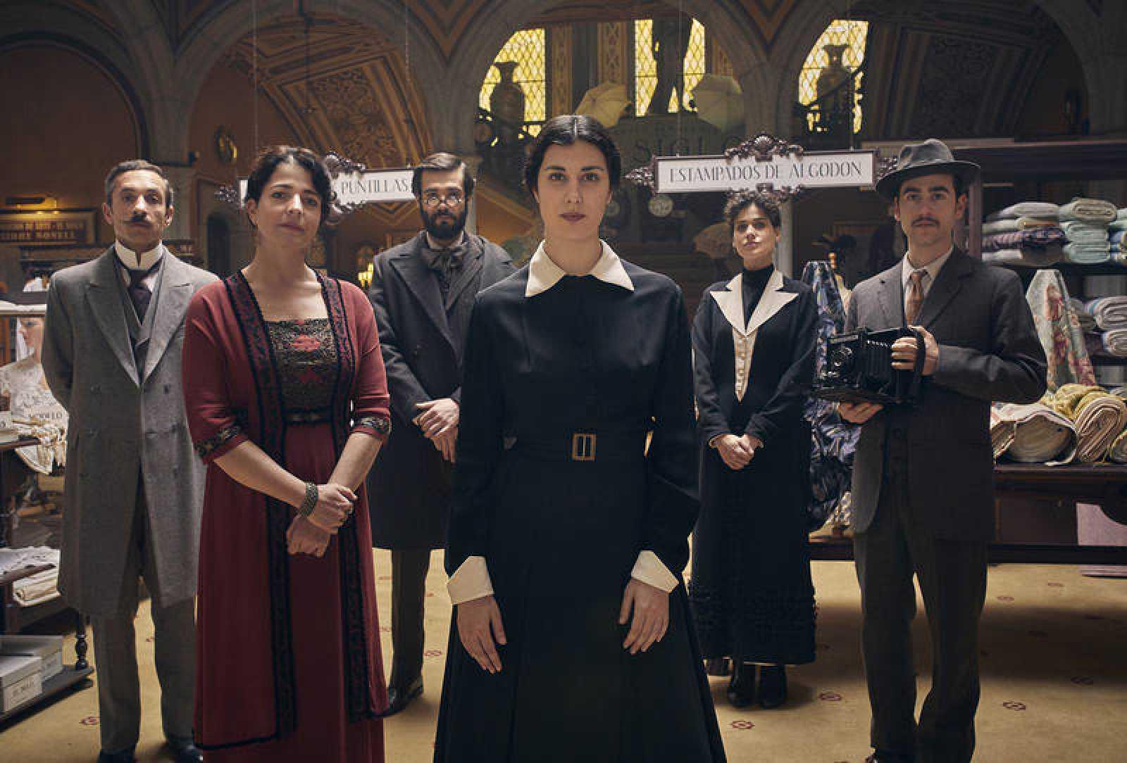 'La mujer del Siglo' está protagonizada por Elena Martín, Nora Navas, Àlex Monner y Bruna Cusí, entre otros, y dirigida por Sílvia Quer