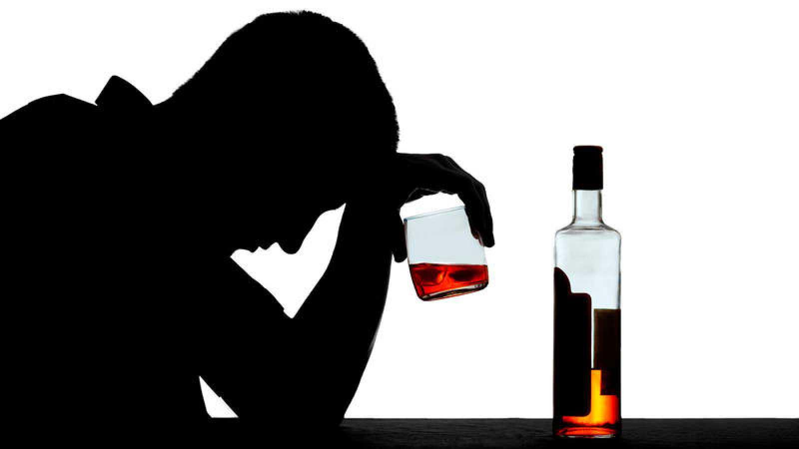 El alcohol es la droga más consumida por jóvenes y adultos en nuestra sociedad.