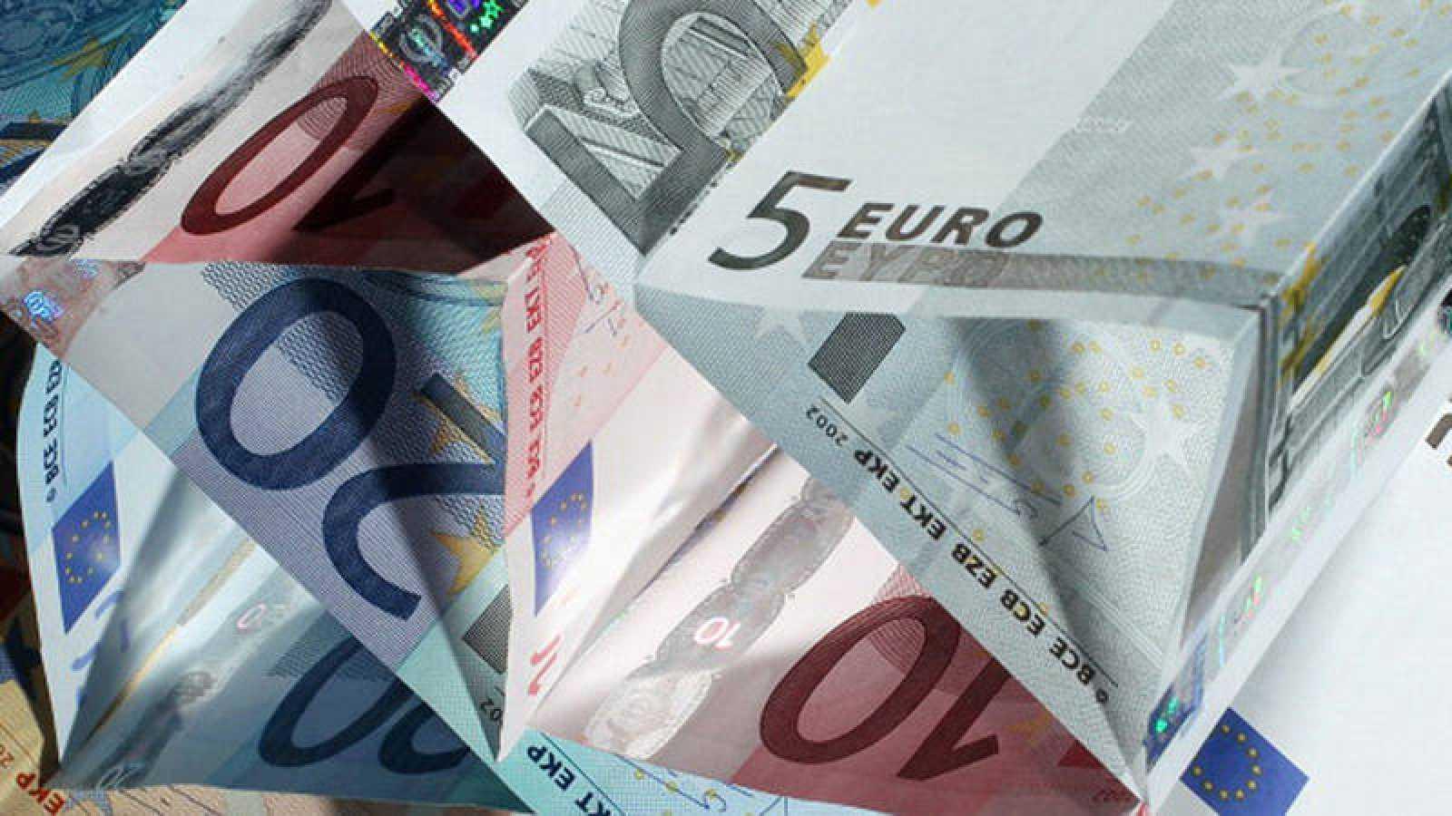 Un castillo construido con billetes de euro