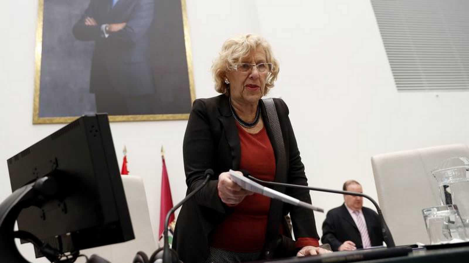 La alcaldesa de Madrid, Manuela Carmena, en una imagen de archivo tras un pleno en el Ayuntamiento