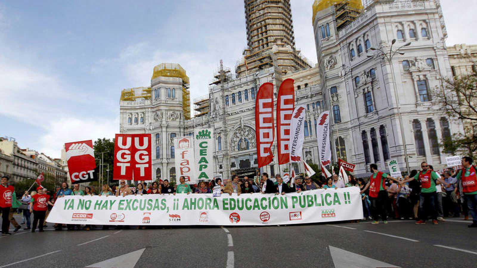 Manifestación convocada por la Plataforma Estatal por la Escuela Pública en Madrid contra la Lomce