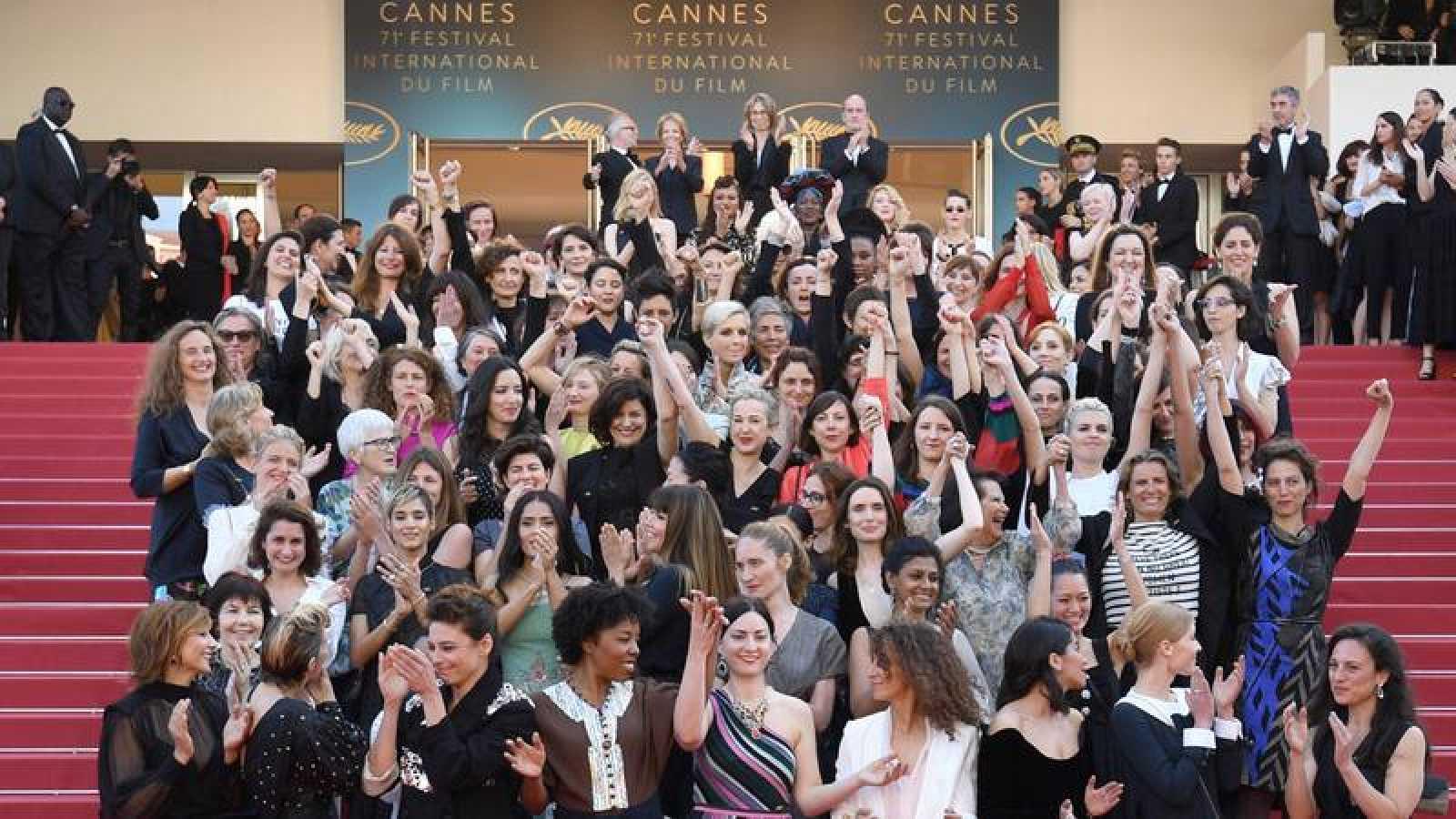 Más de 100 mujeres claman por la igualdad salarial en el Festival de Cannes