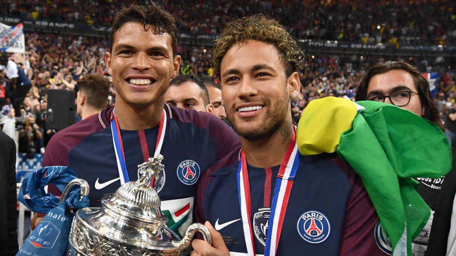 Thiago Silva y Neymar, ambos del PSG, líderes de la 'canarinha'.