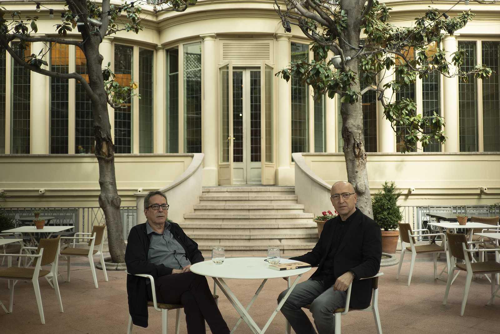 César Aira entrevistado por Óscar López en Página Dos