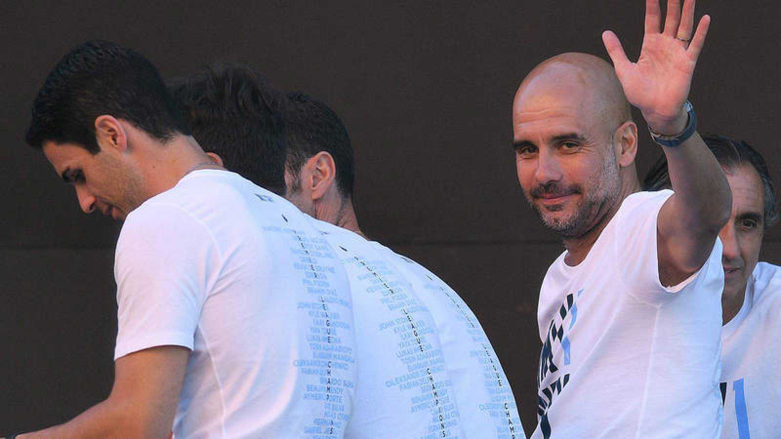 Pep Guardiola celebra el título de la Premier con el Manchester City.