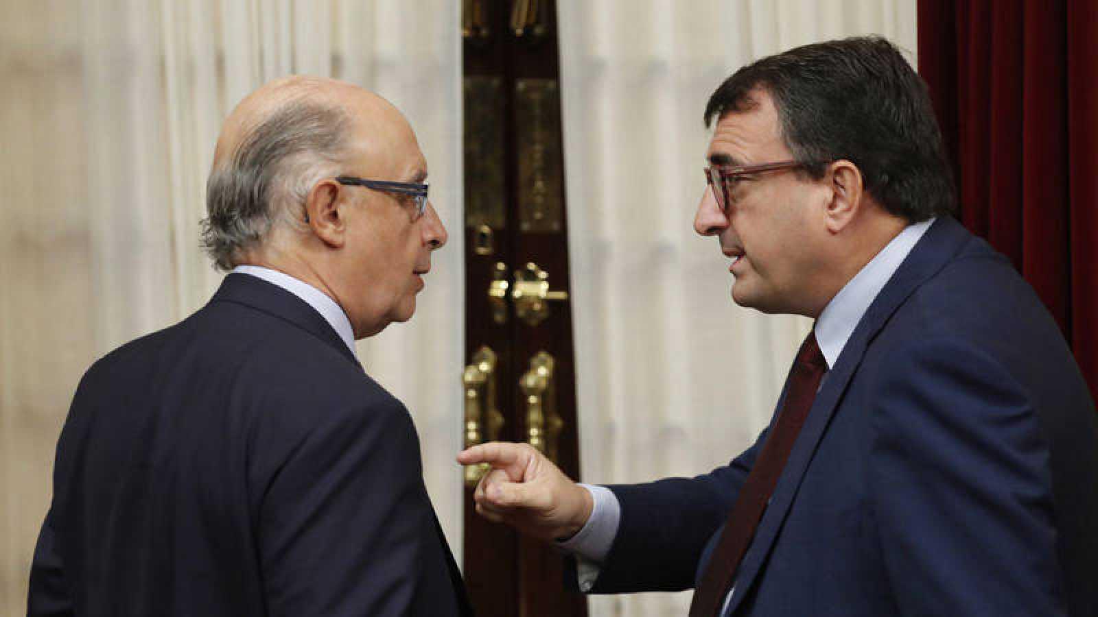 Cristóbal Montoro y Aitor Esteban en el Congreso de los DIputados