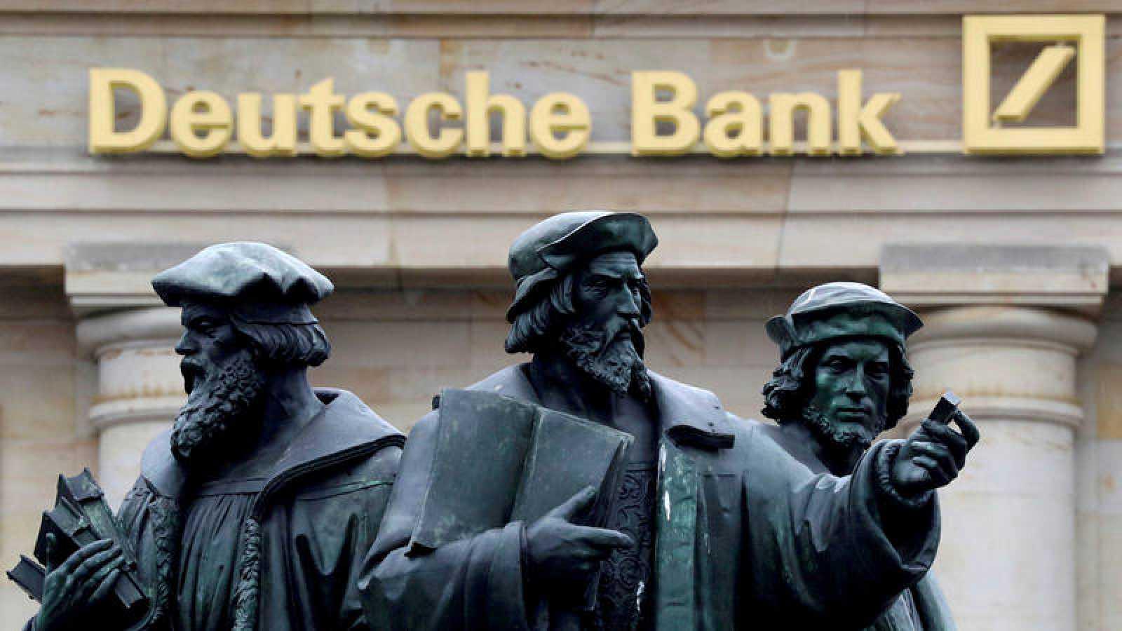 Esculturas ante la sede del Deutsche Bank en Fráncfort